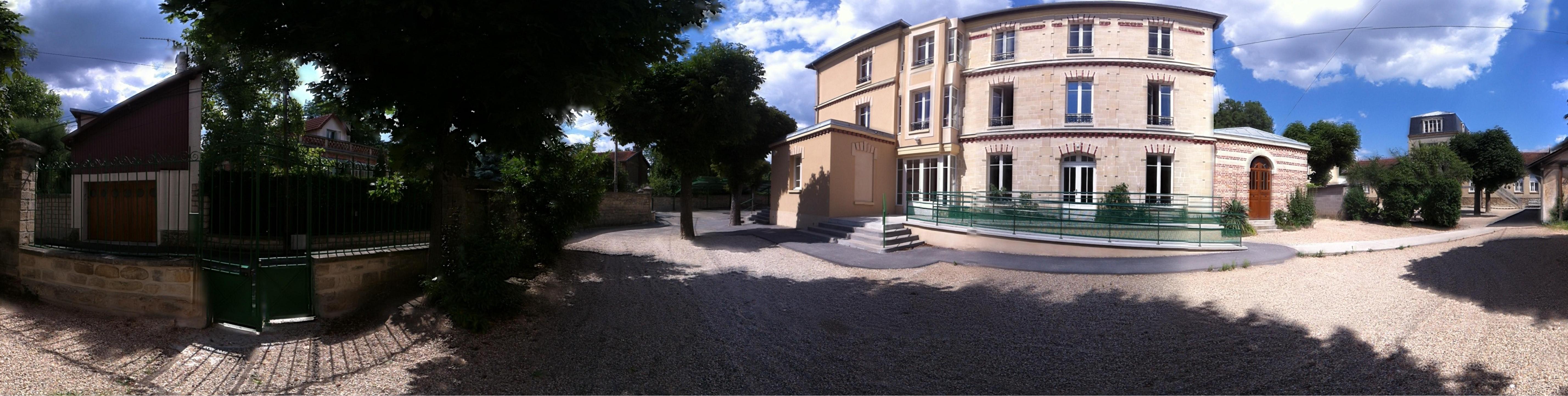 2-6 rue Armand-Chardron 78110 Le Vésinet - 01 39 76 04 82 - direction@ecolesaintejeannedarc.fr / secretariat@ecolesaintejeannedarc.fr